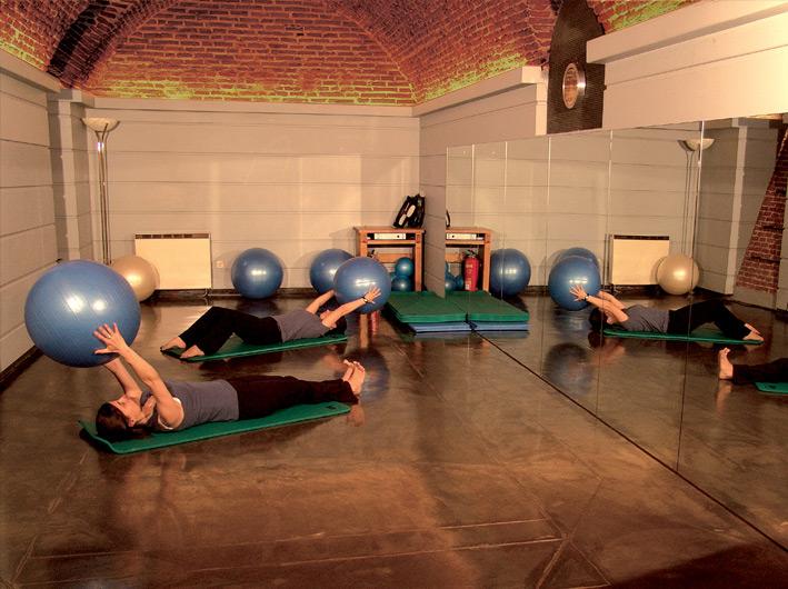 sala material respiración clase pilates suelo